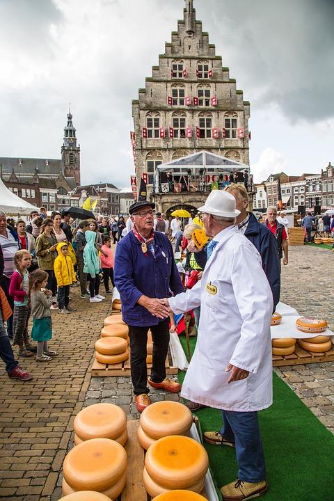 Netherlands Holland Gouda Cheese market荷兰 豪达 古老小镇 奶酪 芝士 市场 广场 农民
