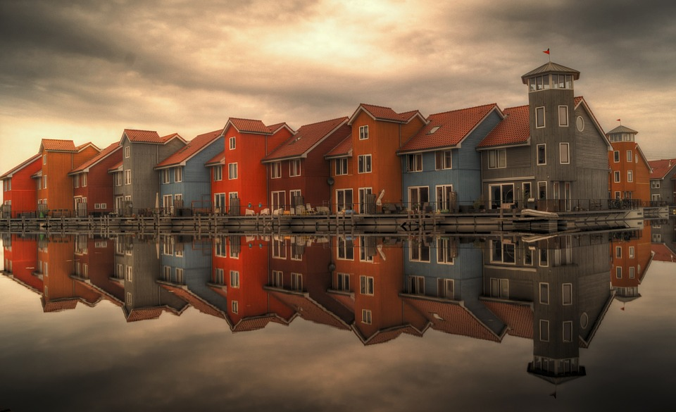 Netherlands Groningen, Friesland, Leeuwarden 荷兰北部格罗宁根,弗里斯兰,吕伐登 古老屋子 运河 风车 城堡
